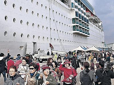 金沢港寄港で今年最多1500人 イタリアのクルーズ船