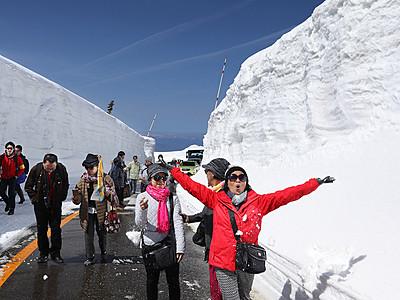 雪壁 満喫 立山黒部アルペンルート部分開通