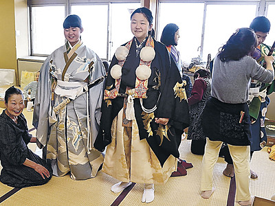 本番衣装にキリリ 小松の子供歌舞伎役者、来月4、5日にフェス