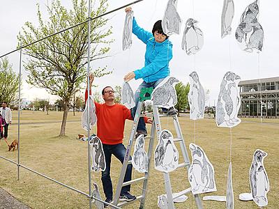 野外作品設置始まる 魚津で美術展アートX、28日開幕