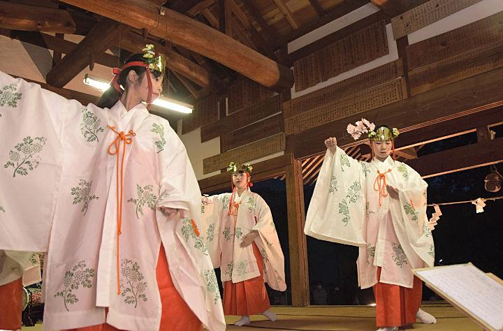 石舟神社創建1300年の祝賀祭で奉納された舞