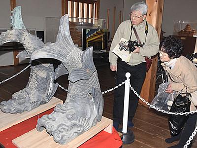 城門の歴史知ろう 松本城でしゃちほこ展示