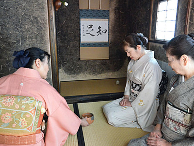 「待庵」で味わう茶の世界 下諏訪町のハーモ美術館に原寸大複製