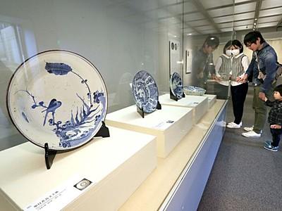 色彩に引き込まれ 「粋な古伊万里」展開幕 長岡・歴博