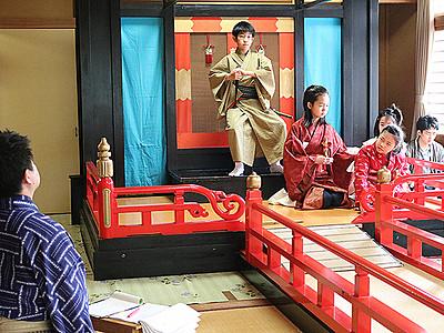 子供歌舞伎晴れ舞台 稽古に熱 砺波