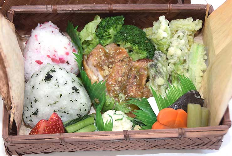 弁当の試作品。地元産の食材をふんだんに使ったメニューで東御の魅力をアピールする