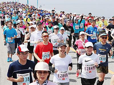 蜃気楼眺め6272人駆ける 魚津しんきろうマラソン