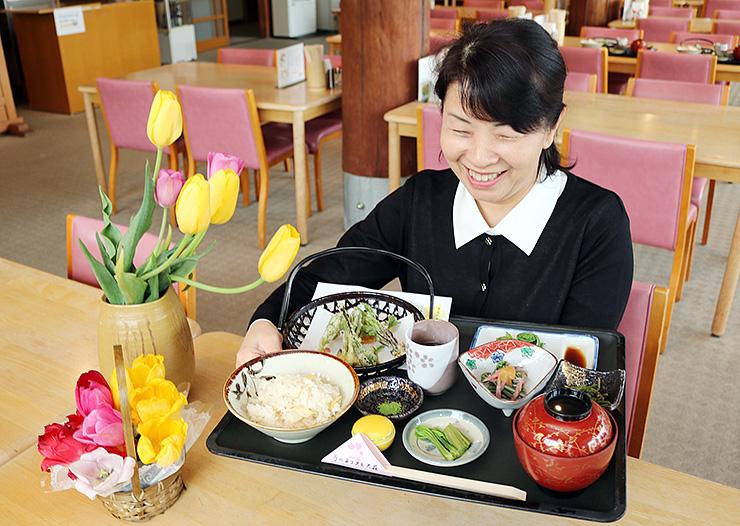 栴檀山の山菜をふんだんに使った定食
