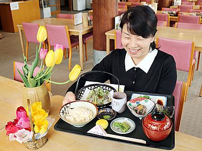 栴檀山の山菜たっぷり 夢の平コスモス荘が限定定食
