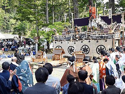 伝統神事 厳かに 二上射水神社で築山行事