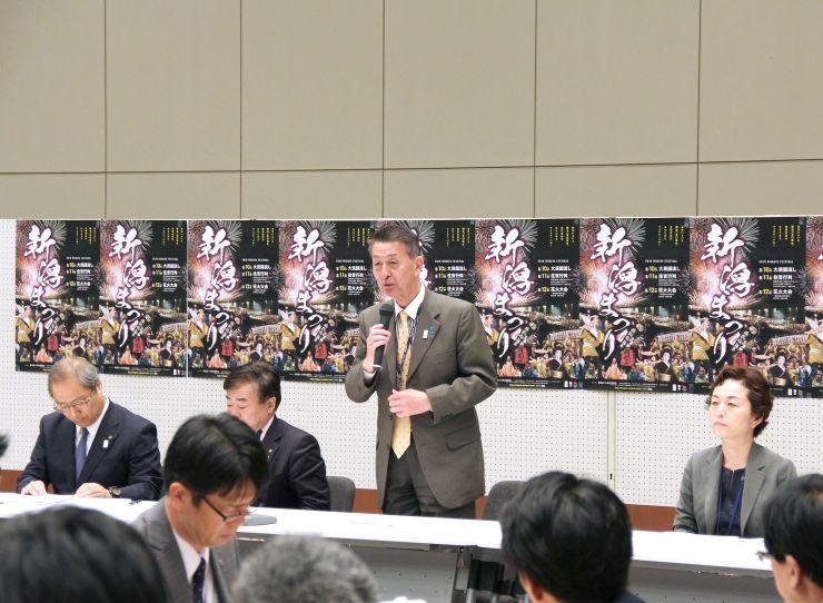 最終日のみの花火開催などを決めた新潟まつりの全体会議=25日、新潟市中央区