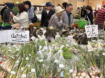 鮮魚に野菜たっぷりと 上越「あるるん村」オープン