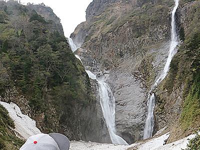 壮大な称名滝間近に 遊歩道が開通