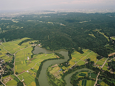 名誉城主の昇太さん名調子 増山城(砺波)に音声ガイド機、スマホも聴取可能