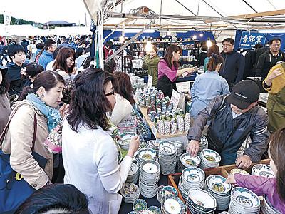 逸品、日用品ずらり 能美で九谷茶碗まつり開幕 初日6万人来場