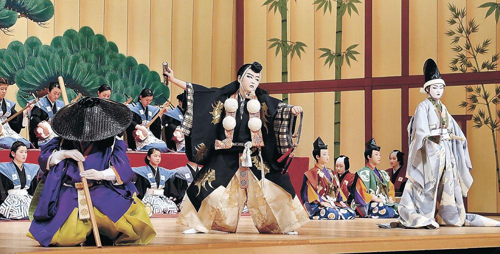 節目の舞台で勧進帳を熱演する小松市の子供役者=同市の県こまつ芸術劇場うらら