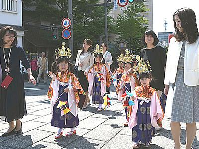 稚児行列かわいいね 長野で「仏都花まつり」