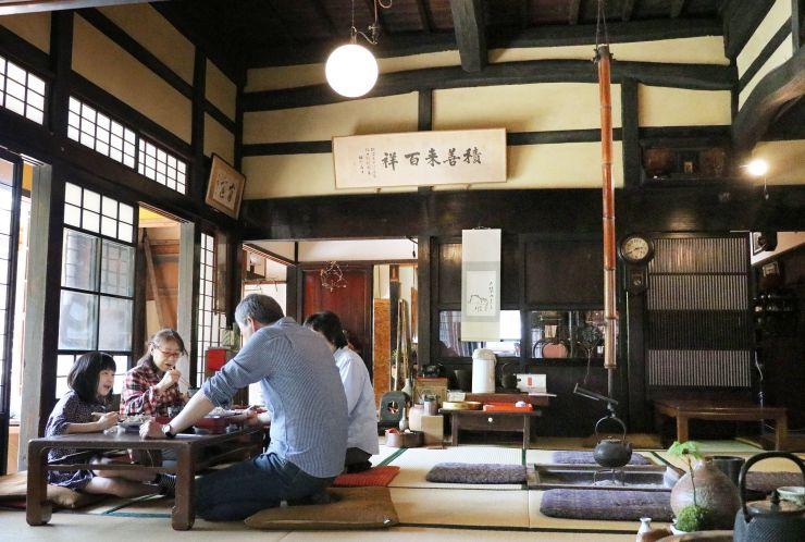 古民家を改装して開店した古民家カフェ水音の里=新発田市米倉