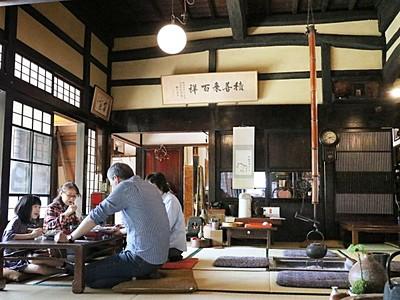 古民家と蔵がカフェに変身 ヨガ教室も 新発田米倉