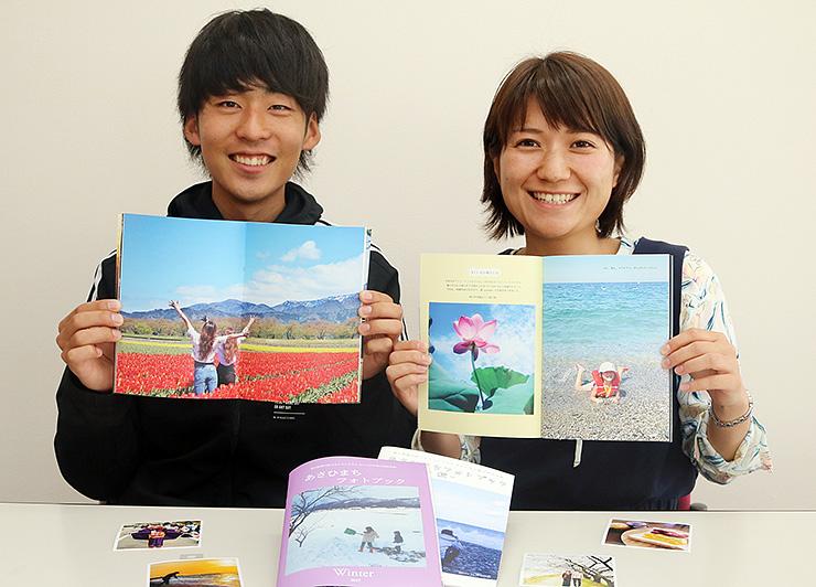 フォトブックを手に「若い世代に朝日町の魅力を伝えたい」と話す池田さん(右)