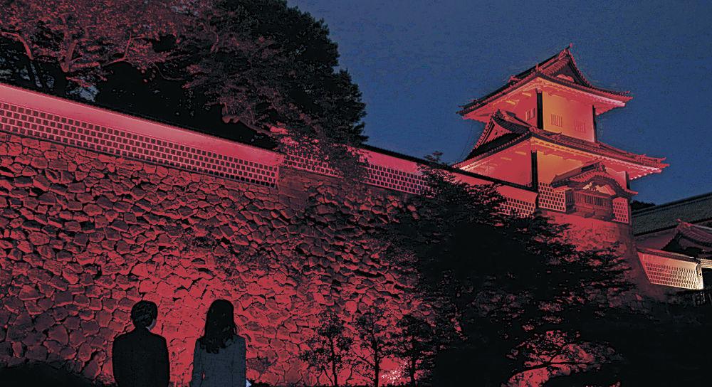 赤くライトアップされた石川門や石垣=金沢城公園