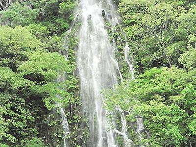 「樽滝」出現、シャッターチャンス 木島平で年2回放水