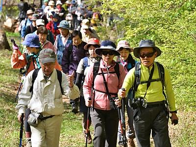 新緑待つ浅間山へ 山開きで記念登山