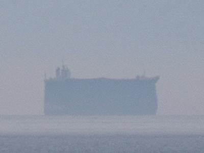 船、伸びたり縮んだり 魚津で蜃気楼