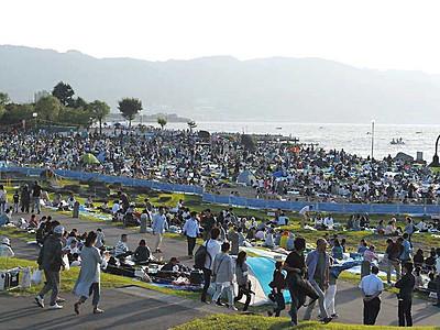 諏訪湖花火、楽しみ方多彩 ニーズに合わせた観客席新設へ