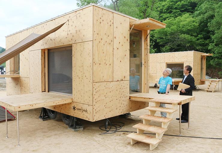 ひと味違ったキャンプが楽しめる移動式コテージ=利賀国際キャンプ場