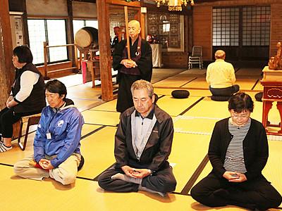 歴史に触れ座禅体験 滑川市観光協会と徳城寺連携ツアー
