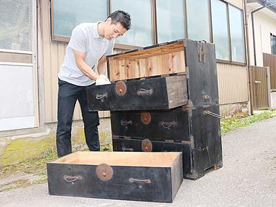 古い家具の魅力発信 再生販売で地域おこし