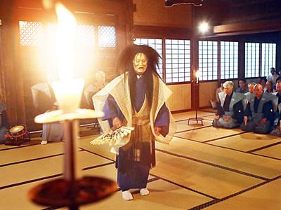 利長しのび幽玄の舞 高岡・瑞龍寺で燭光能奉納