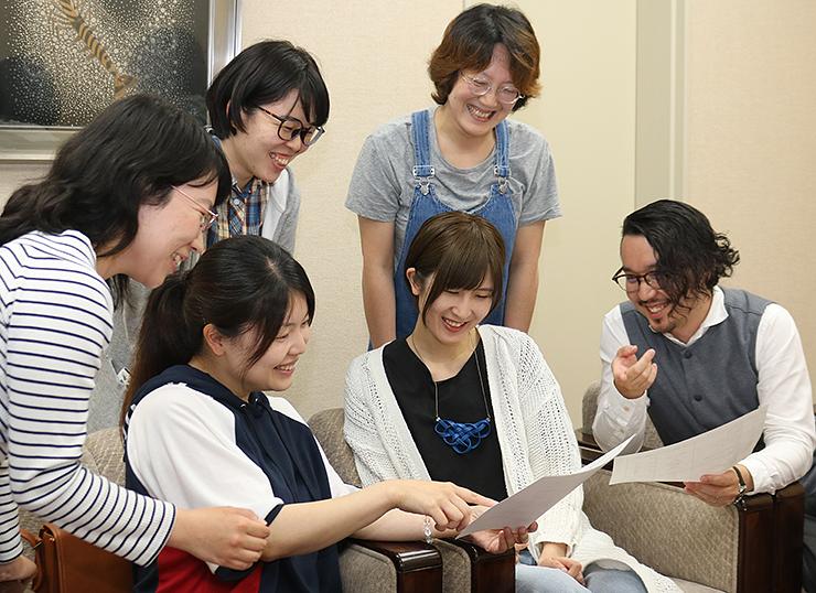 イベントに向けて準備を進める実行委員会のメンバー=県高岡文化ホール