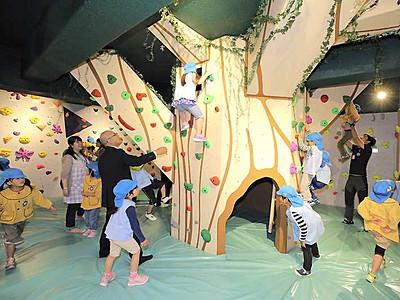 登って渡って、子どもら挑戦 「たつの未来館」オープン