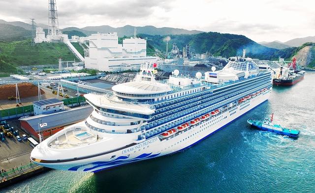 来年11月16日に4回目の敦賀寄港が決まったダイヤモンド・プリンセス=昨年9月2日、同港上空から