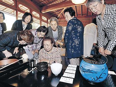 作り手、使い手が対話 現代工芸展で茶会