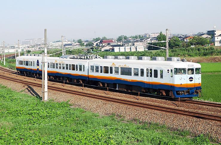 あいの風とやま鉄道が運行する「一万三千尺物語」のイメージ写真