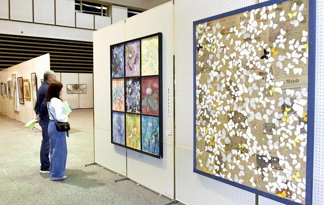 入賞作など261点が並ぶ第38回福井県敦賀市総合美術展=6月17日、同市プラザ萬象
