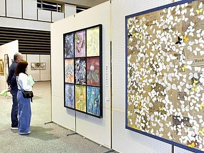敦賀市総合美術展開幕 個性光る261点
