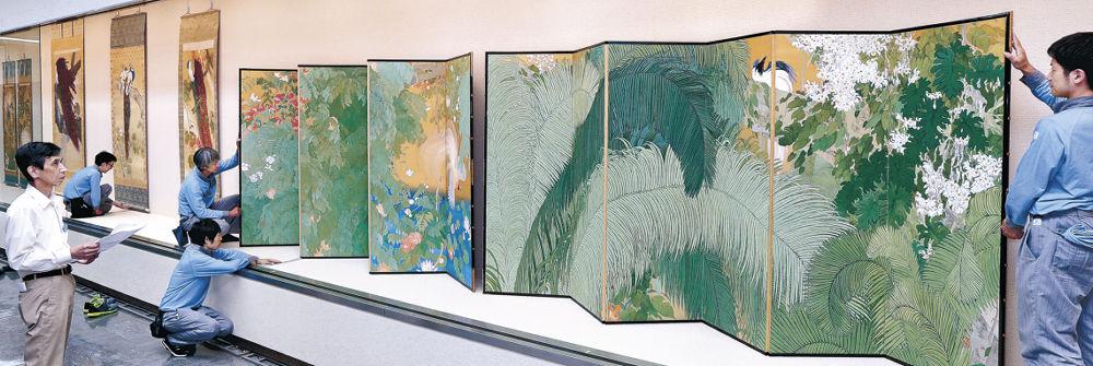 石崎光瑤の「熱国妍春」などの展示が進む会場=金沢市の石川県立美術館