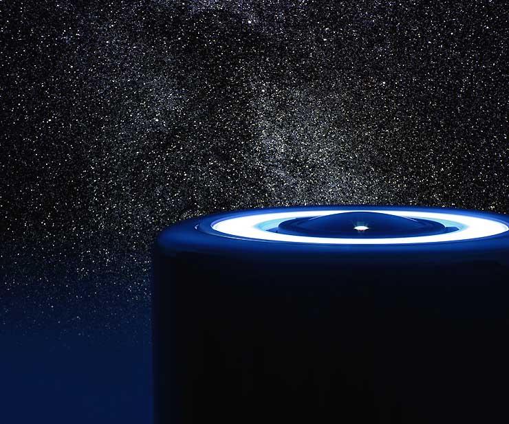 100万以上の恒星を映し出せる投影機(手前)と投影された星の映像