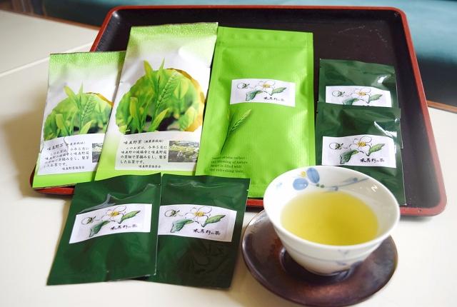 販売が始まった味真野茶の新茶商品=福井県越前市の味真野公民館