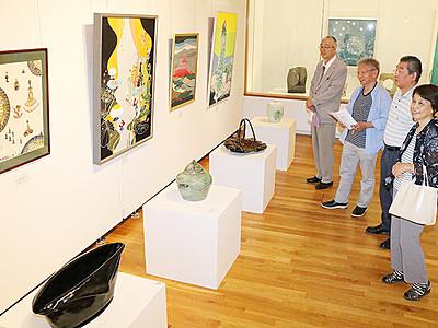 表現豊か6部門368点 高岡市民美術展が開幕