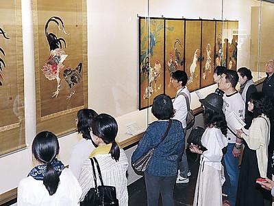 若冲の鶏、光瑤の模写並ぶ 県立美術館「若冲と光瑤」にぎわう