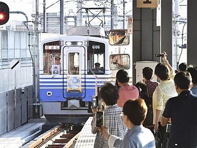 一番電車ファン殺到 えち鉄高架、切り替え 車窓や福井駅舎堪能