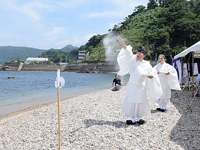 水質と景観が評判の海水浴場が海開き 福井県越前町