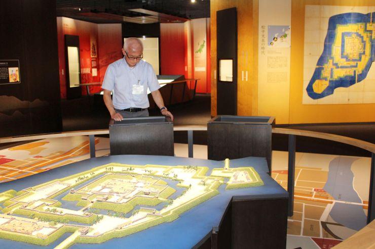 オープンが迫る市立歴史博物館の館内。上越の通史を学ぶことができる=上越市本城町