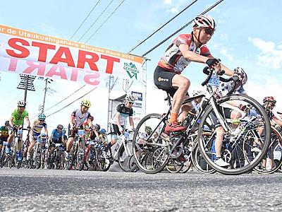 「激坂」一気、美ケ原へ 松本で自転車レース