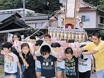 子どもキリコ威勢良く 能登・宇出津、あばれ祭へ熱気高め